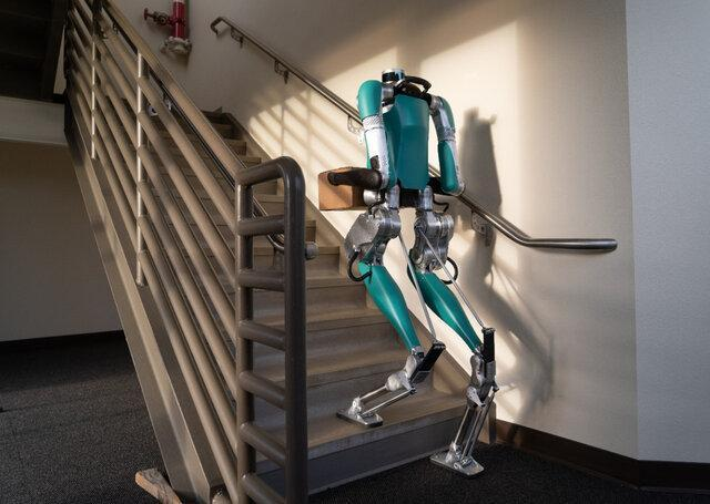 ابداع رباتی که شرکت فورد نخستین مشتری آن است