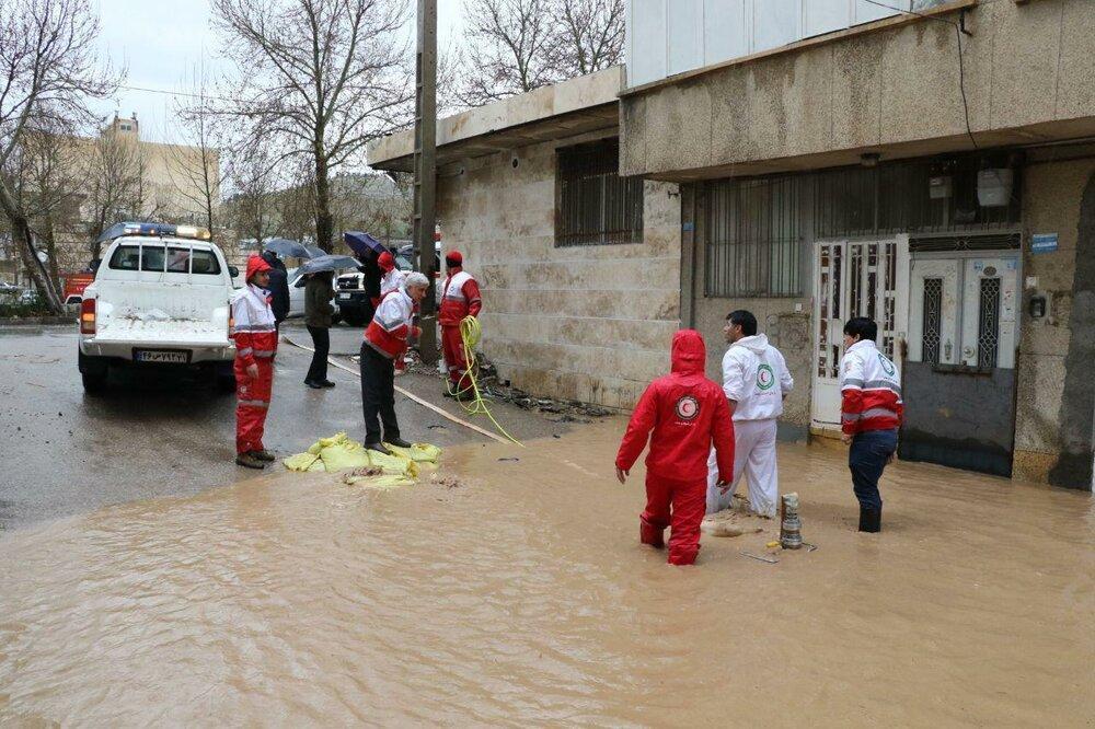 نجات و انتقال 4 زن باردار گرفتار در سیل سسیتان وبلوچستان