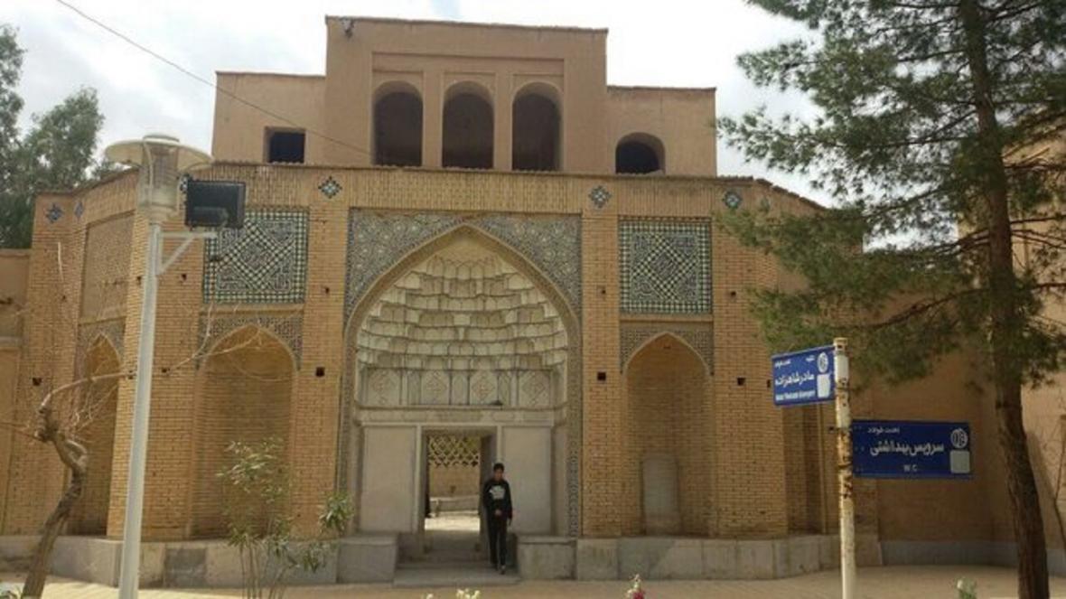 ورودی های مجموعه تاریخی تخت فولاد بسته شد