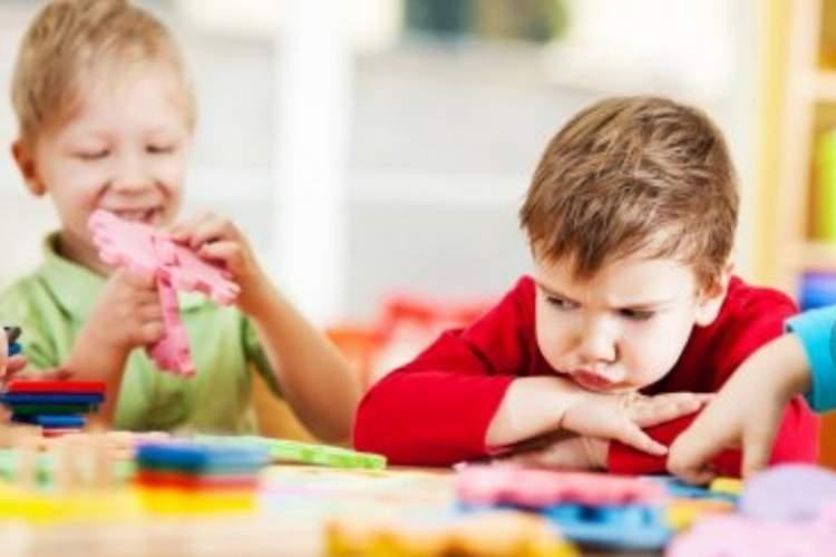 آشنایی با دنیایِ متفاوتِ بچه ها طیف اُتیسم