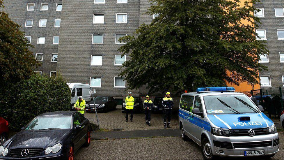 خبرنگاران کشف اجساد 5 کودک در آپارتمانی در غرب آلمان