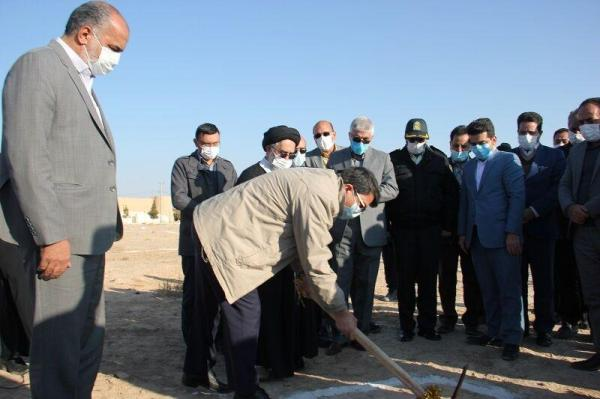 خبرنگاران ساخت 14 واحد مسکونی سیل زدگان ابرکوه شروع شد