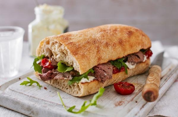 2 طرز تهیه ساندویچ رست بیف با گوشت گوساله و مرغ