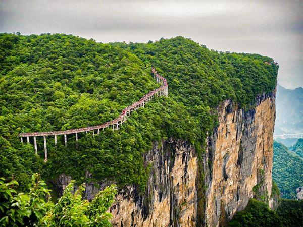 پله های خطرناک جهان که طی کردن آن ها حسابی دل و جرات می خواهد!